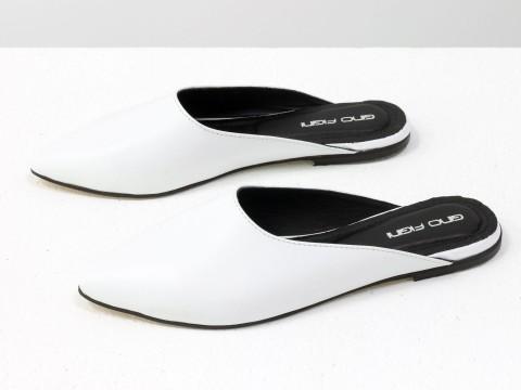Бабуши из натуральной кожи белого цвета с острым носочком