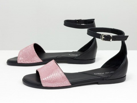 Босоножки на низком ходу из натуральной кожи черного цвета с розовым