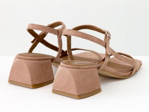 Дизайнерские бежевые босоножки на обтяжном каблуке  из натуральной итальянской замши