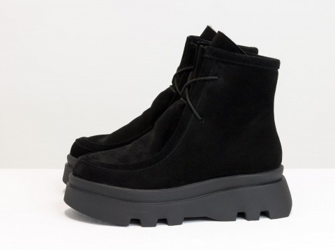 Ботинки из натуральной черной замши на черной подошве с черным мехом, Б-2175-02