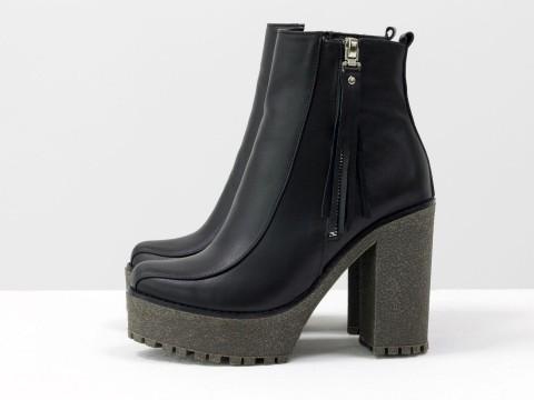Ботинки на каблуке из черной кожи с бахромой, Б-17140-04