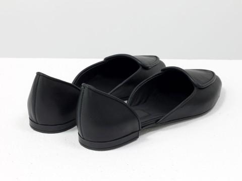 Черные туфли лодочки на низком ходу из натуральной кожи