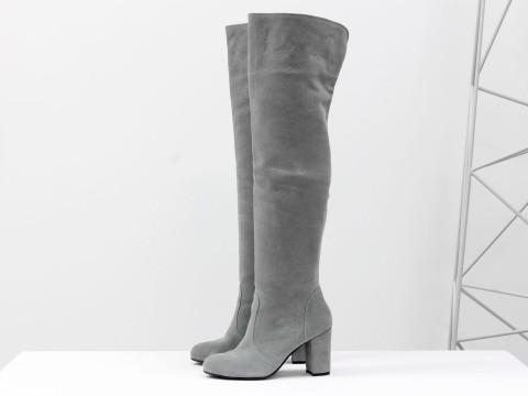Серые сапоги ботфорты из замши на каблуке, М-18127-04