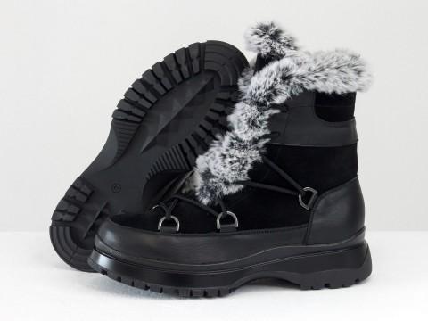 Женские зимние ботинки на высокой платформе из замши и кожи черного цвета с опушкой