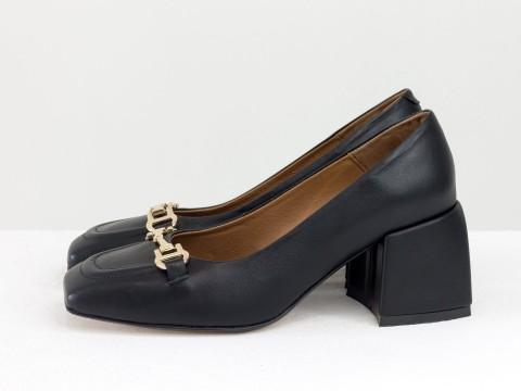 Дизайнерские на невысоком обтяжном каблуке из натуральной итальянской кожи черного цвета на черной подошве с золотой фурнитурой,Т-2153-01