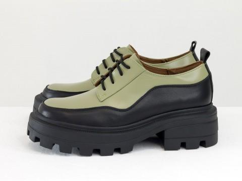 Женские черно-оливковые туфли, которые сочетают в себе стиль дерби и лоферов на утолщенной тракторной подошве из натуральной кожи, Т-2154-01