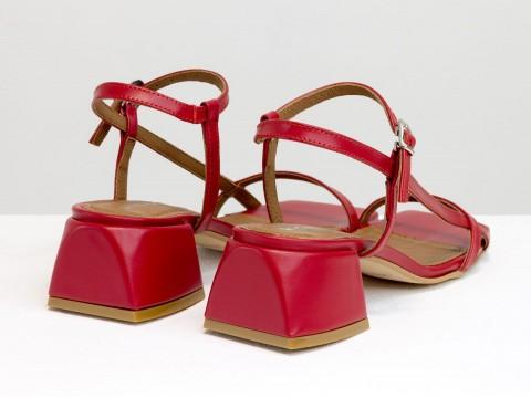 Дизайнерские красные босоножки на обтяжном каблуке  из натуральной итальянской кожи