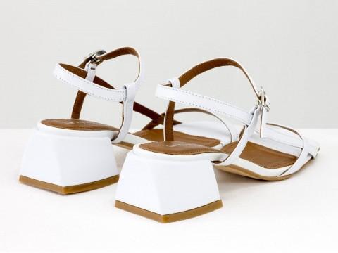 Дизайнерские белые босоножки на обтяжном каблуке  из натуральной итальянской кожи