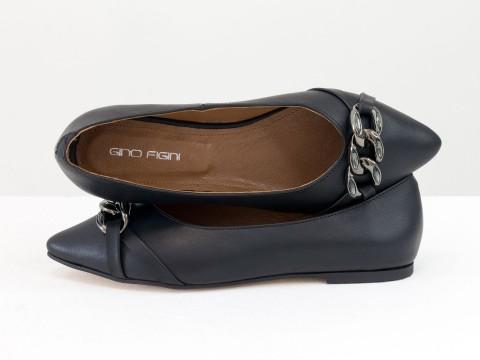 Женские туфли на низком ходу из натуральной черной кожи с фурнитурой темный никель, Т-2109-05