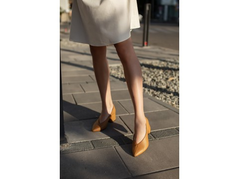 Дизайнерские туфли-перчатки на невысоком обтяжном каблуке из натуральной итальянской кожи табачного цвета,  Т-2050-05