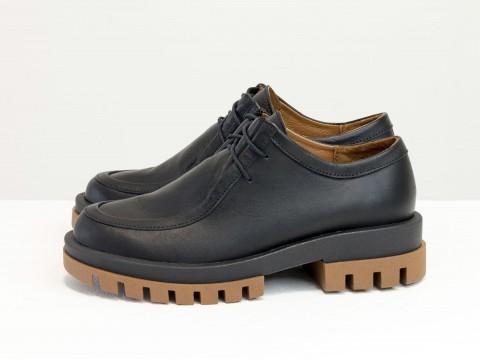 Женские черные туфли, которые сочетают в себе стиль дерби и лоферов на утолщенной  двухцветной подошве из натуральной кожи, Т-2155-02