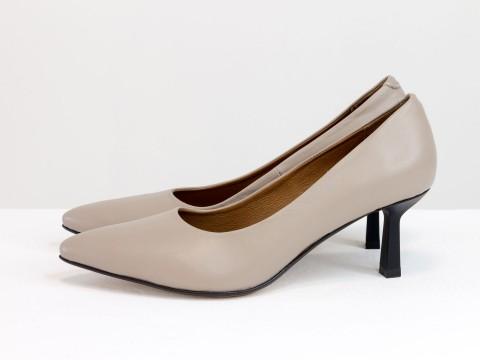 Дизайнерские туфли лодочки на  каблуке из натуральной итальянской кожи бежевого цвета,  Т-2116-03