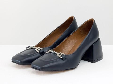 Дизайнерские туфли  на невысоком обтяжном каблуке из натуральной итальянской кожи синего цвета,  Т-2153-02