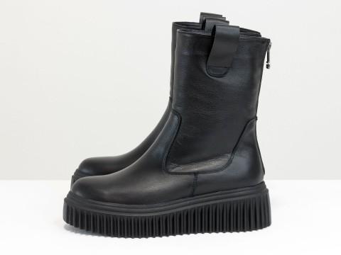 Высокие ботинки из натуральной черной кожи на небольшой танкетке подошве, Б-2166-01