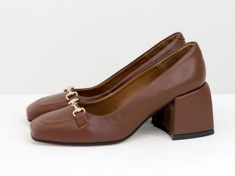 Дизайнерские на невысоком обтяжном каблуке из натуральной итальянской кожи карамельного цвета на черной подошве с золотой фурнитурой,Т-2153-03