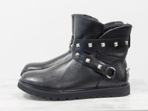 Зимние сапожки на низком ходу из черной кожи с легким блеском , Б-17114-03
