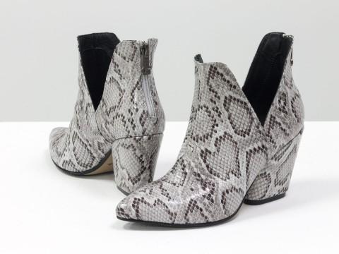 """Женские туфли-ботинки бело-серого цвета из итальянской кожи с текстурой """"питон"""""""