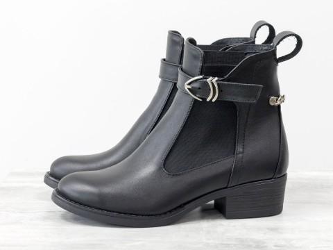Женские демисезонные ботинки из черной кожи с резинкой сбоку