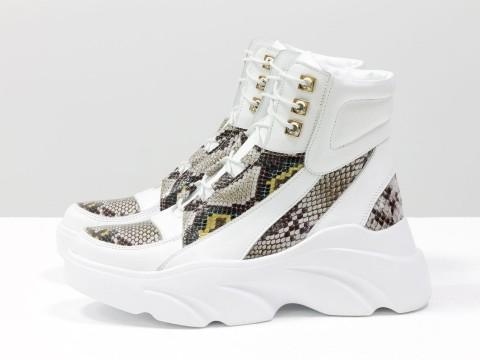 Женские белые ботинки с рисунком питон на утолщенной подошве