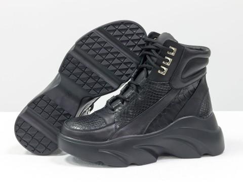 Женские спортивные ботинки из натуральной кожи черного цвета на высокой подошве