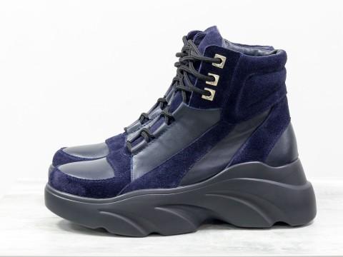 Женские ботинки на шнуровке из натуральной замши синего цвета и черной кожи