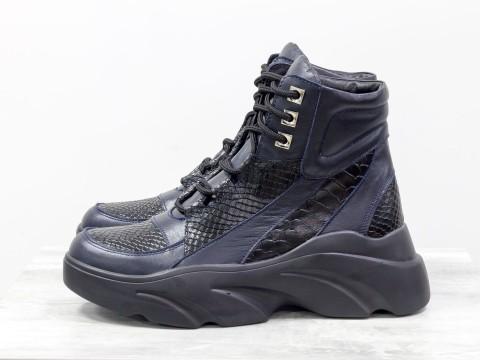 Женские ботинки на утолщенной подошве из кожи черно-синего цвета