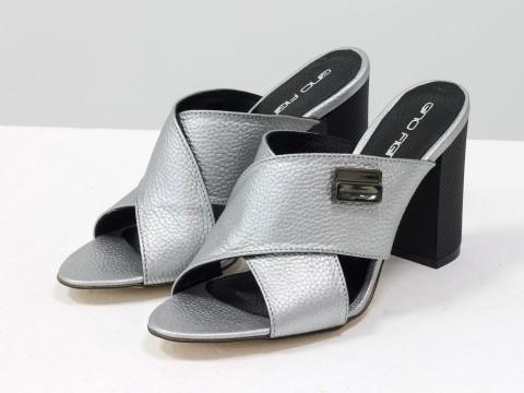 Шлепки на каблуке из серой кожи с перламутром  кожи, С-17048-06