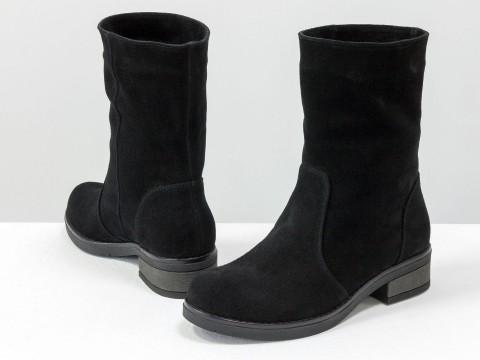 Женскиеботинки свободного одевания из натурального замша черного цвета на маленьком каблуке