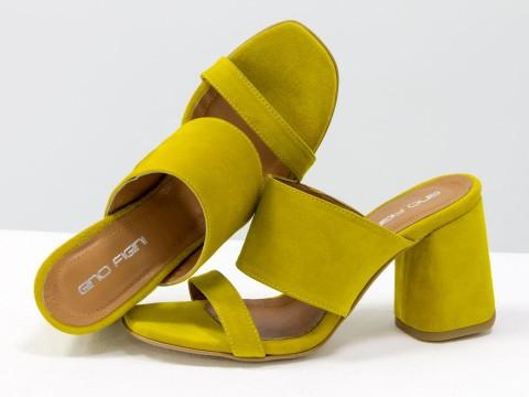 Классические босоножки из замши горчичиного  цвета на расклешенном каблуке, С-2016-02