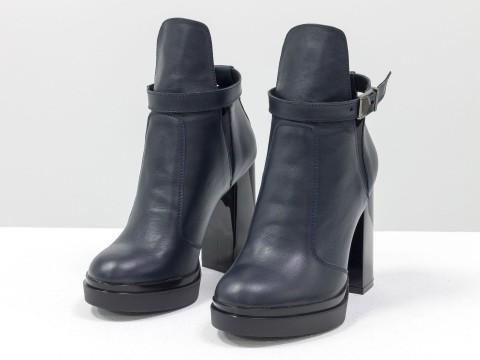 Синие ботинки на высоком каблуке из кожи