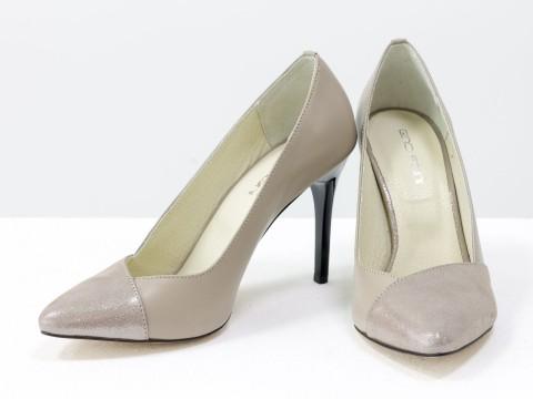 Бежевые туфли из натуральной кожи на каблуке
