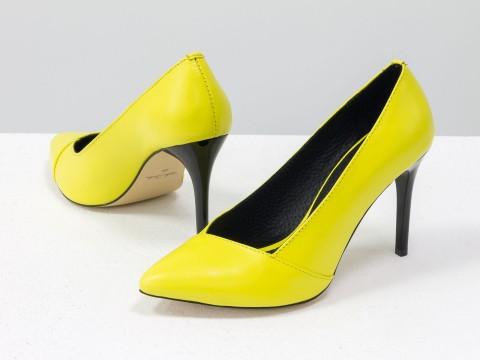 Желтые туфли из натуральной кожи на каблуке