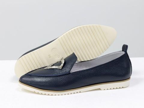Синие туфли из натуральной кожи на белой подошве