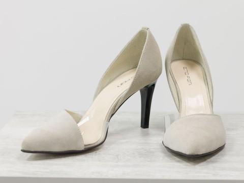 Туфли лодочки на шпильке из натуральной замши бежевого цвета