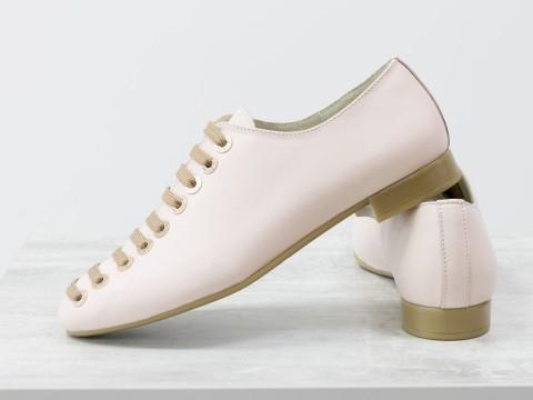 Женские светло-розовые туфли из натуральной кожи на шнуровке