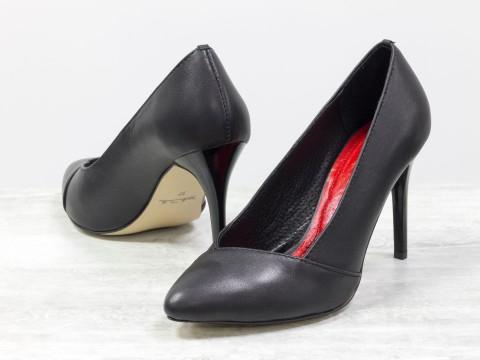 Туфли лодочки на шпильке из черной натуральной кожи