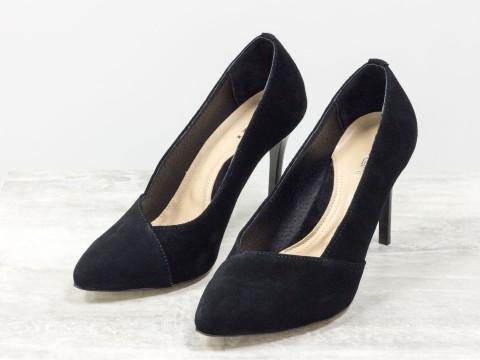 Классические черные туфли из натуральной замши на шпильке