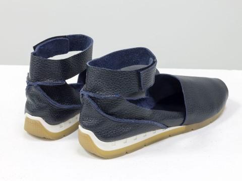 Синие босоножки из натуральной кожи-флотар с открытым носиком и застежкой на липучке