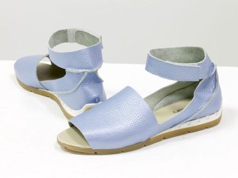 Женские босоножки на липучке из натуральной кожи-флотар голубого цвета