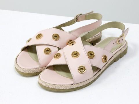 Босоножки на низком ходу из натуральной кожи светло розового цвета