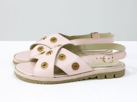 Босоножки на низком ходу розового цвета с золотой фурнитурой,  С-1811-01