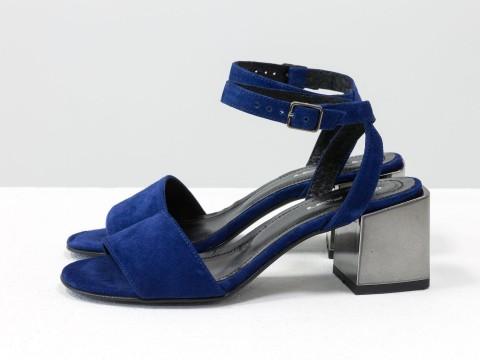 Синие замшевые босоножки с ремешком вокруг щиколотки