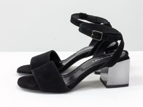 Черные замшевые босоножки с ремешком вокруг щиколотки