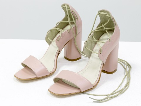 Женские босоножки со шнуровкой из натуральной кожи розового цвета на высоком каблуке