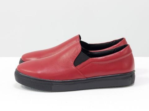 Кожаные слипоны красного цвета на черной подошве , Б-442-26