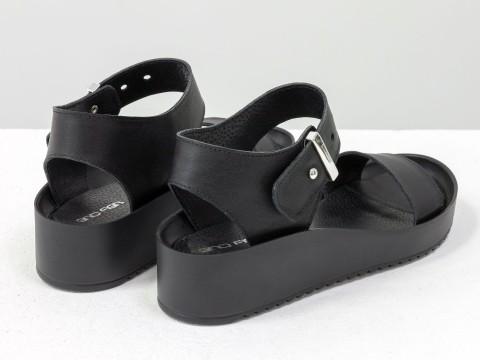 Черные босоножки из натуральной кожи на платформе
