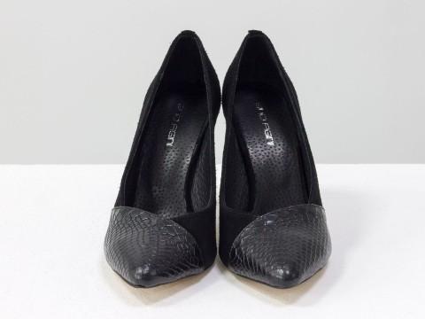 Туфли шпилька из черной замши и текстурированной кожи
