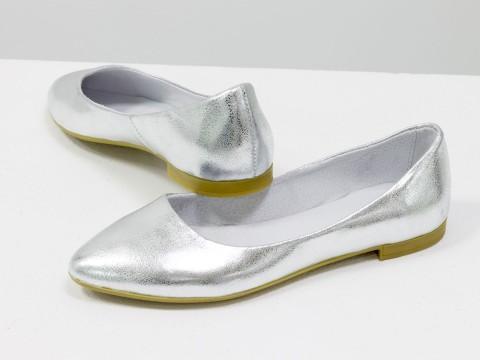 Летние балетки серебряного цвета из натуральной кожи на тонкой подошве бежевого цвета