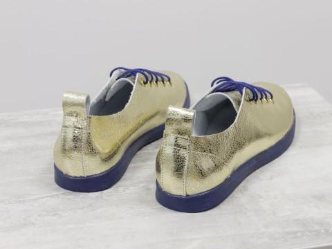 Туфли-кеды со шнуровкой из кожи нежно-золотого цвета на темно-синей эластичной подошве