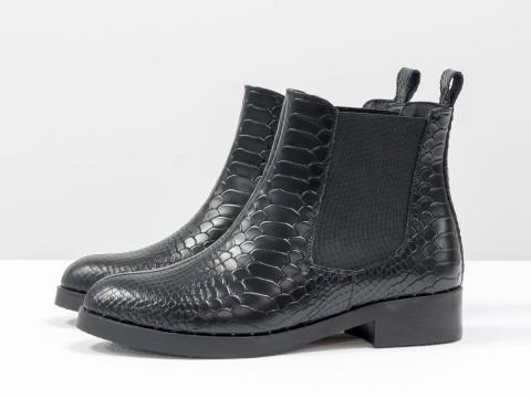 Ботинки челси черного цвета с текстурой питон на низком ходу